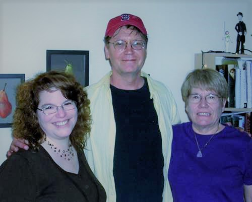 Liz and Linda with me in Boston, 2008. We were all children. I was a little chubby, too.