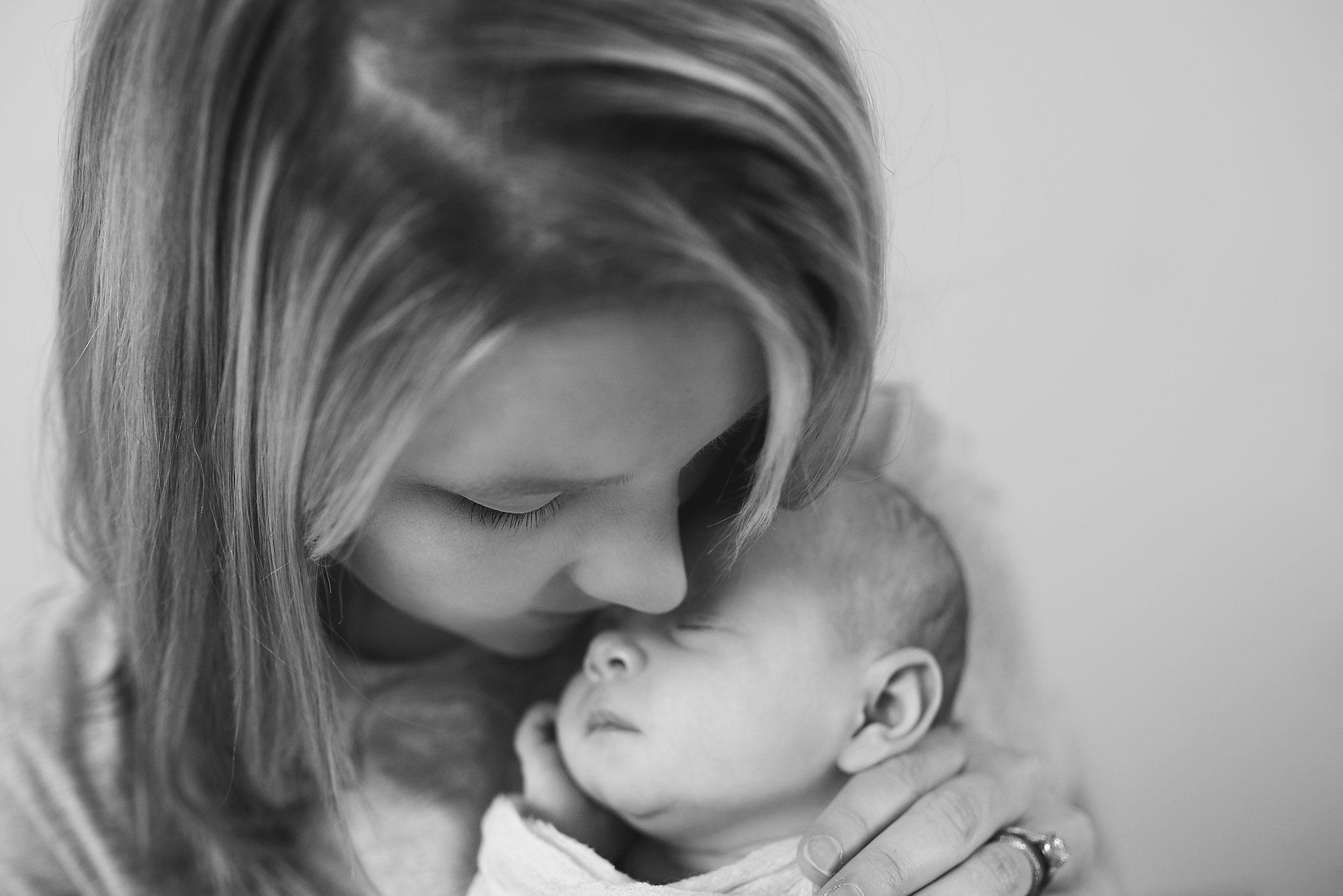 Edie-Mundy-1-month-old-042-copyb&W.jpg