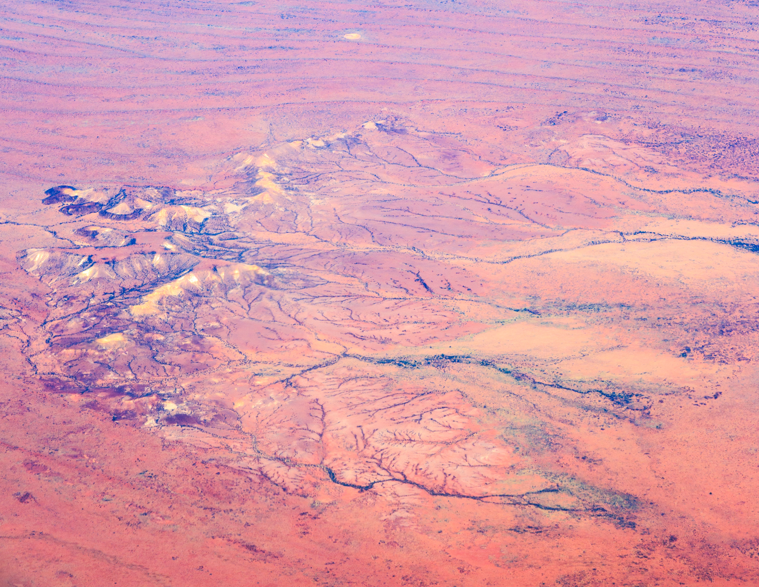 The view of the Simpson Desert from the plane looks like the surface of Mars!