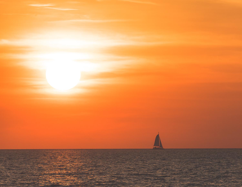 Best things to do near Darwin: Mindil Beach Sunset