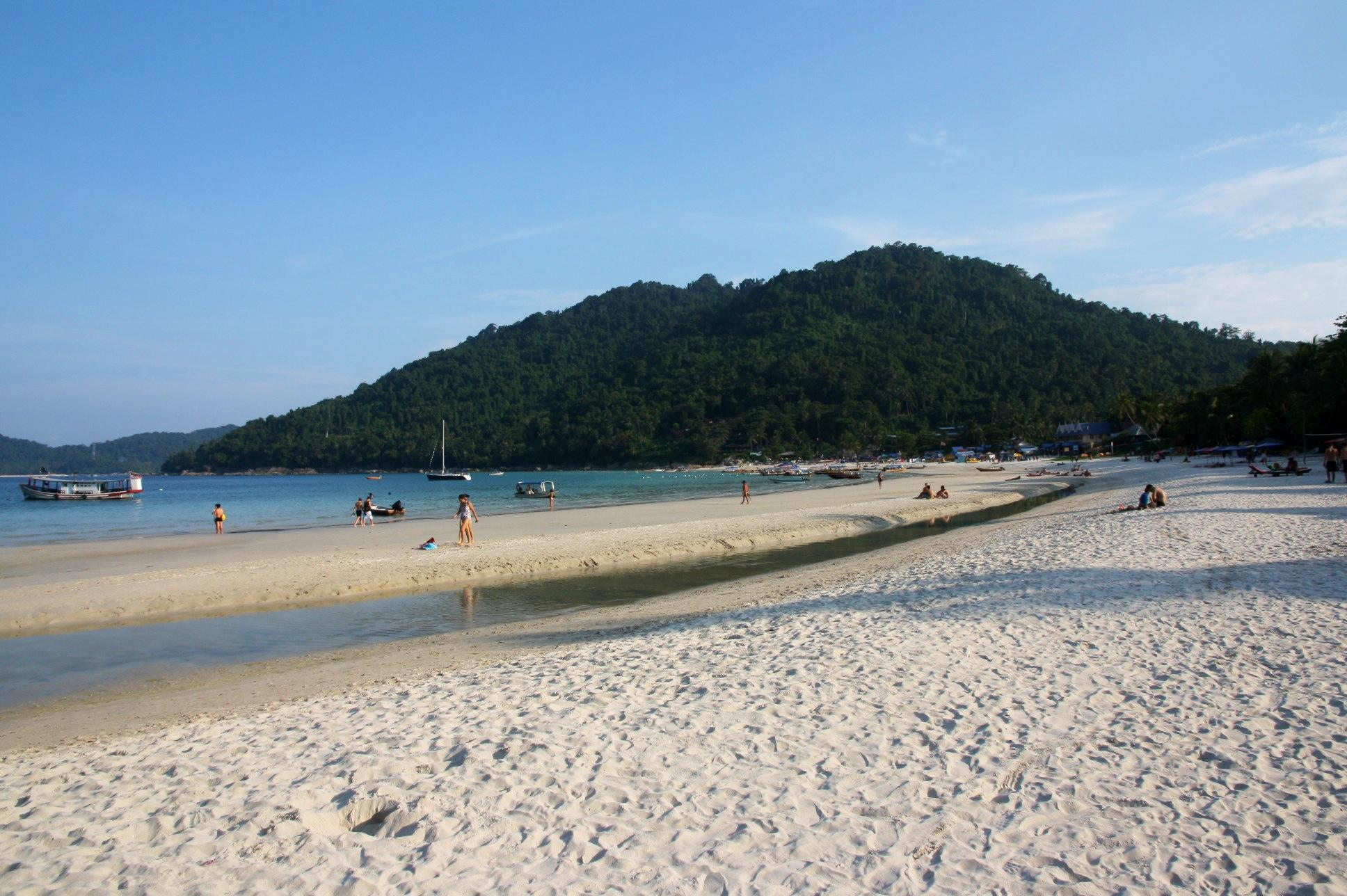 Unmissable things to do in Malaysia: Beach BBQ in the Perhentian Islands