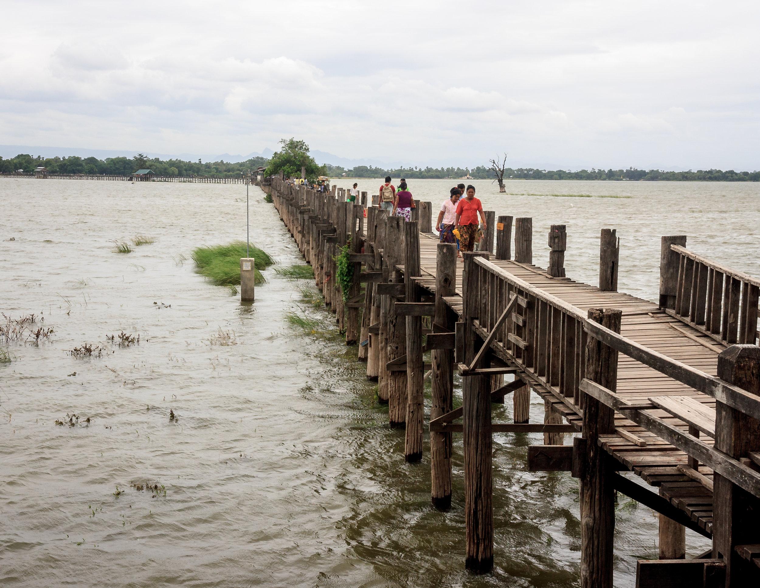 U-Bein Bridge, Manadalay in Myanmar (Burma)