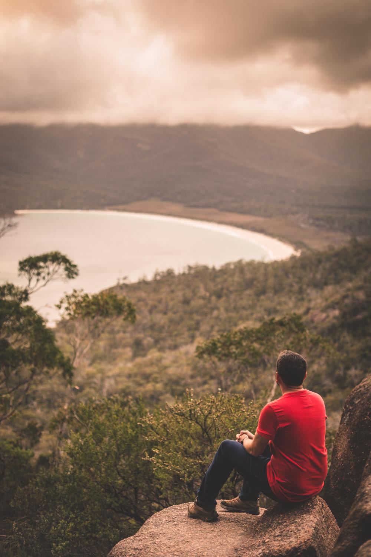 2 week Tasmania itinerary: Wine glass Bay lookout
