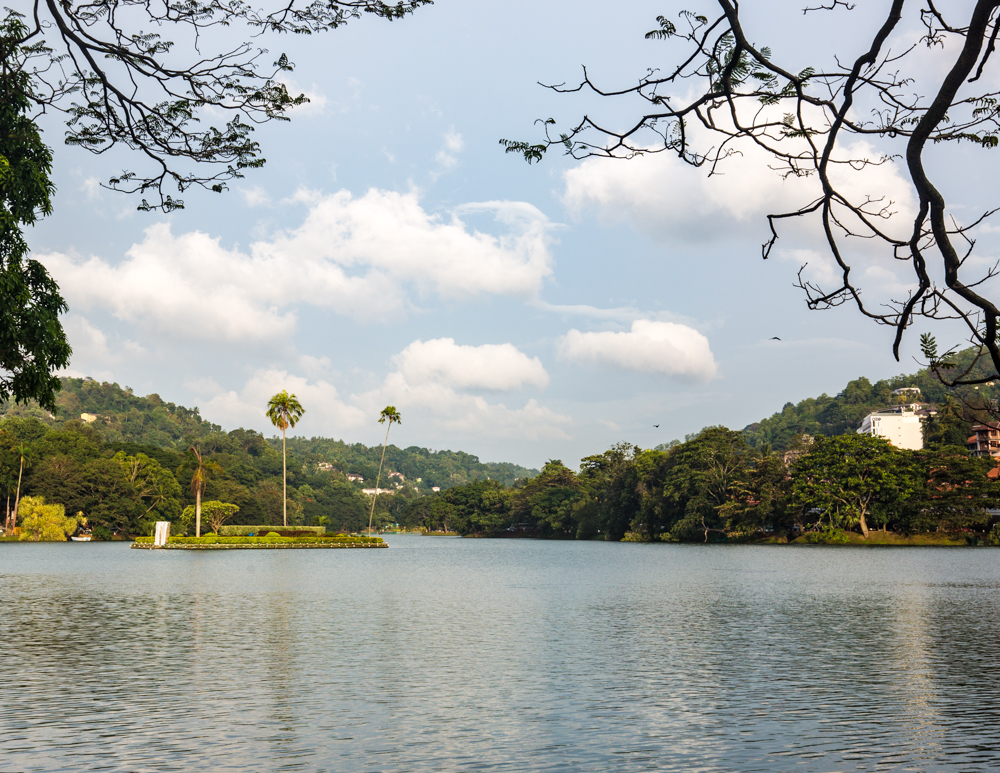 Best things to do in Kandy - Kandy Lake