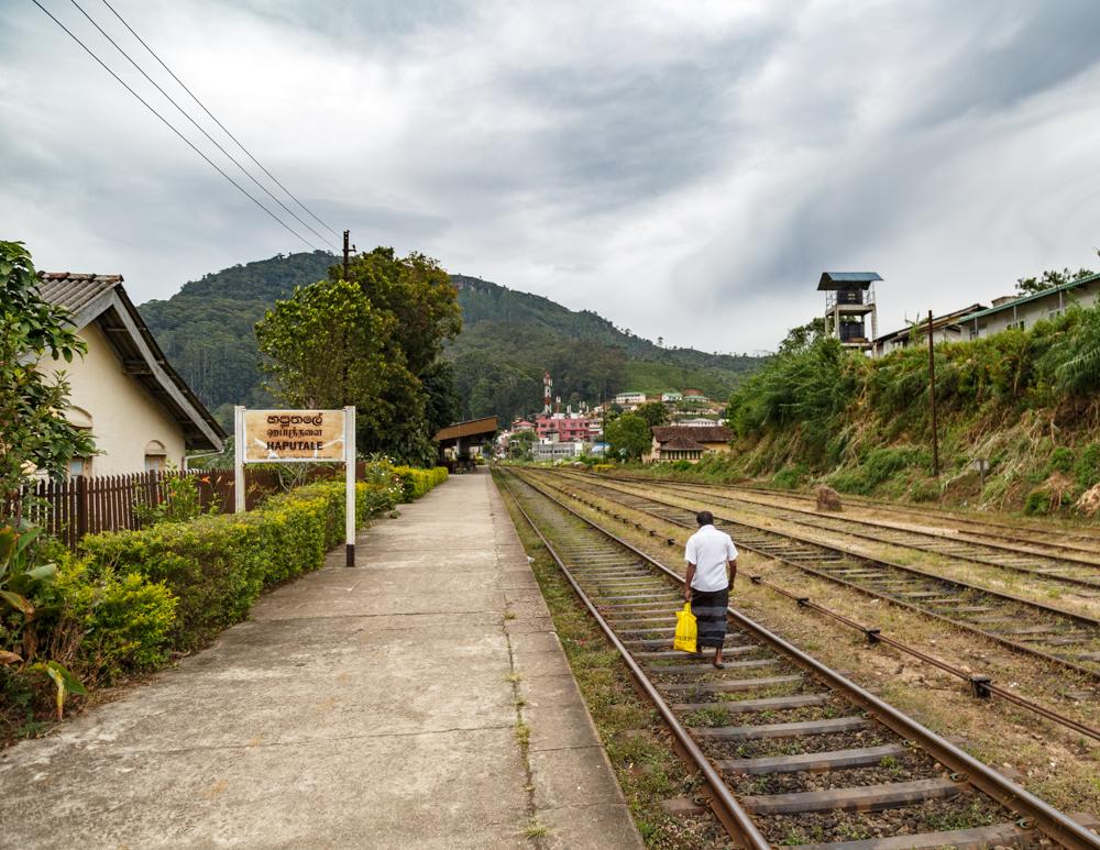 Idalgashinna to Haputale Railway Walk: arriving in Haputale