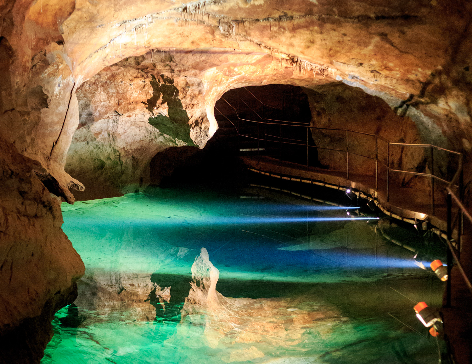Day trip to Jenolan Caves - River cave