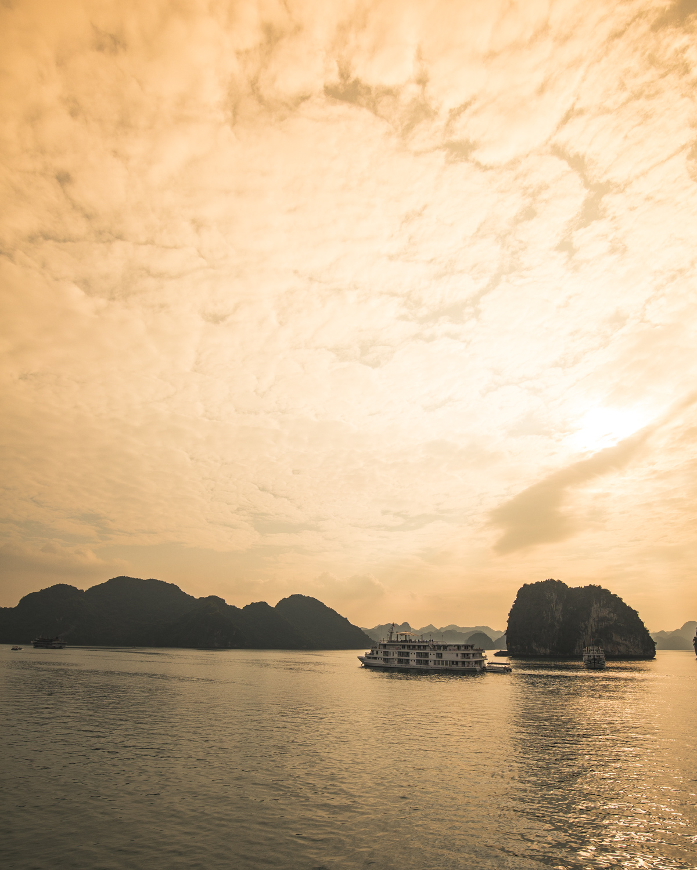 Cruise Halong Bay - Sunset