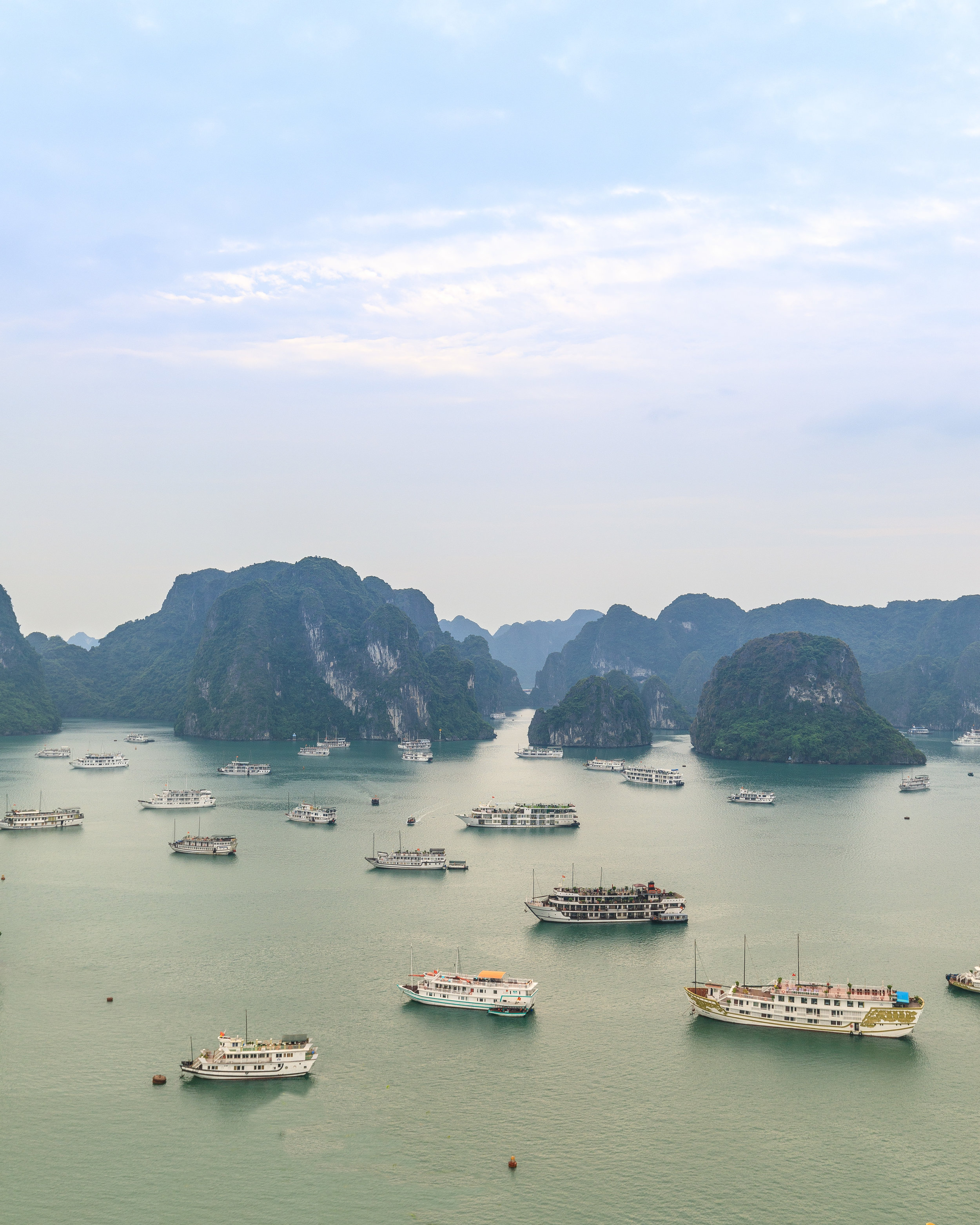 A glimpse of how busy Halong Bay can get