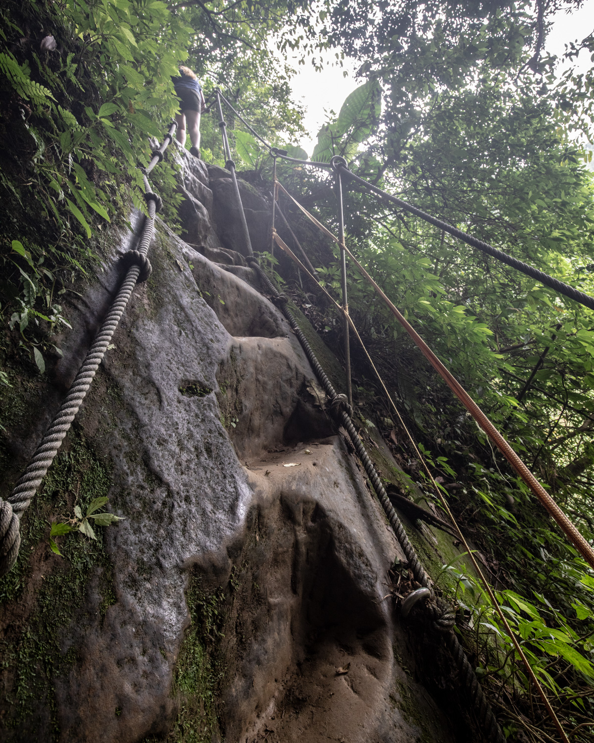 The rope climbs in Sandiaoling Waterfall Trail