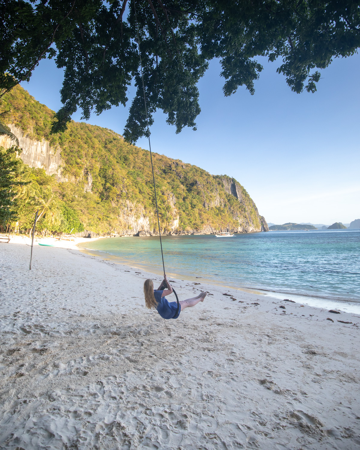 The swing at Papaya Beach - El Nido, Palawan