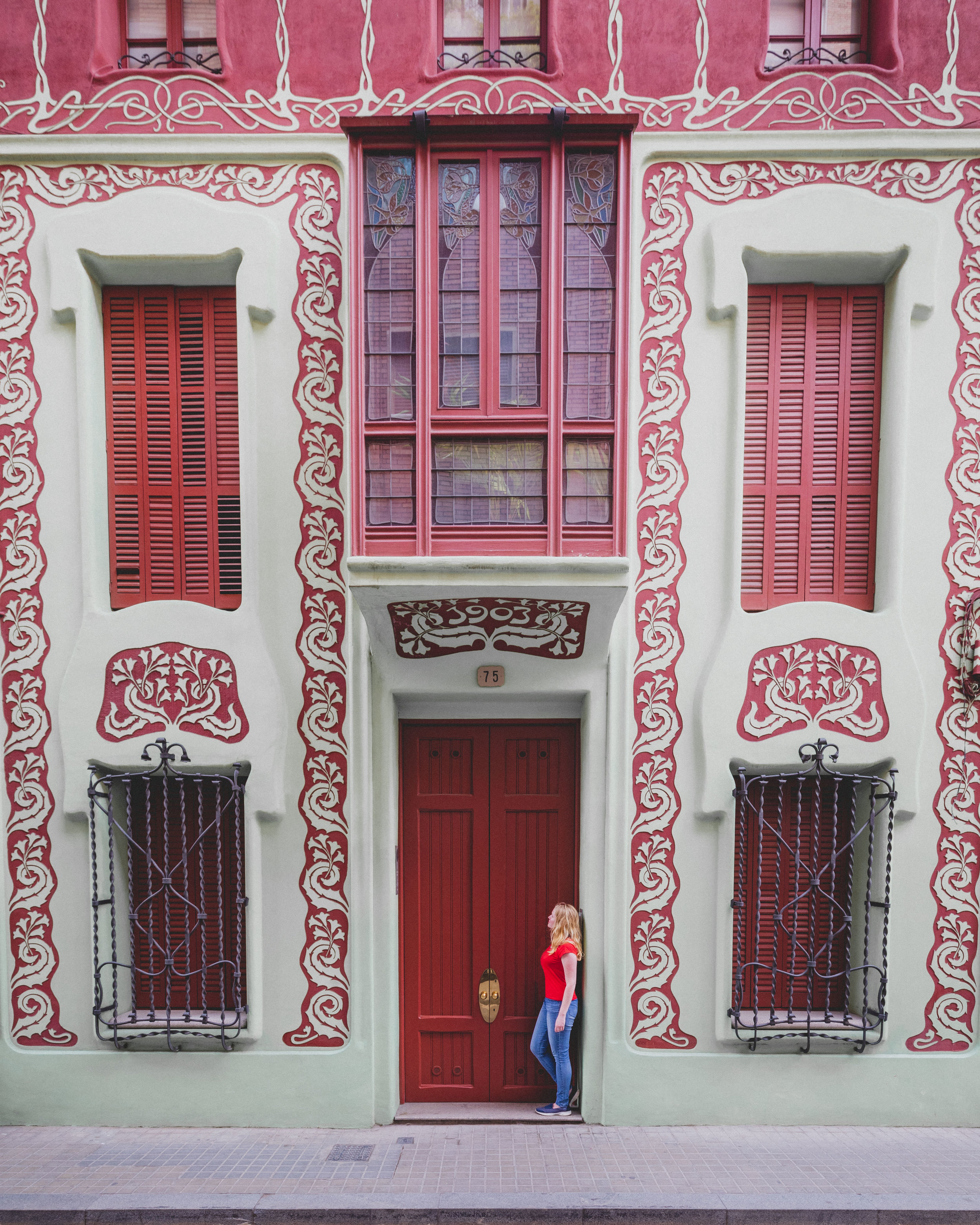 Instagrammable places in Barcelona - The red & White house