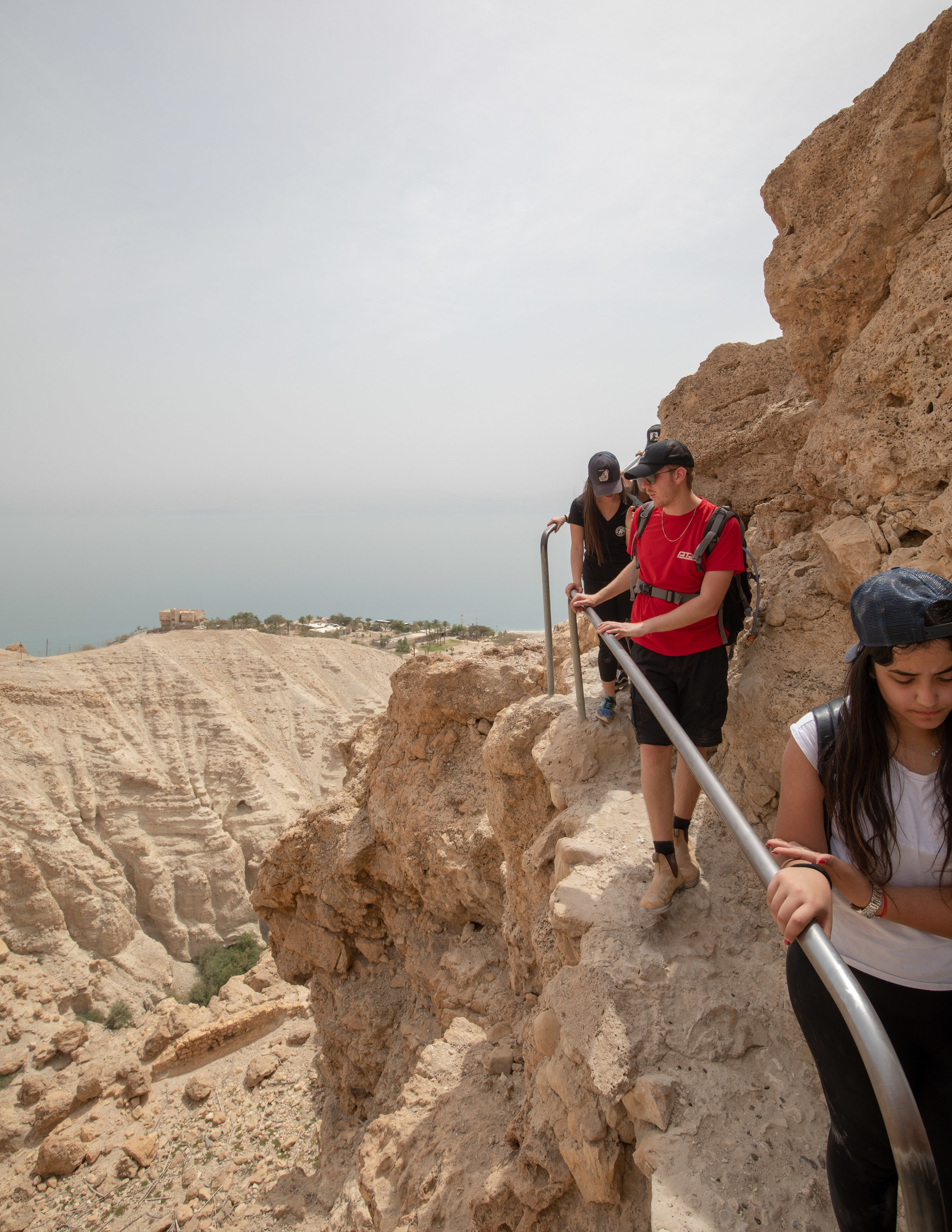 The narrow section on the trail from Ein Gedi Spring