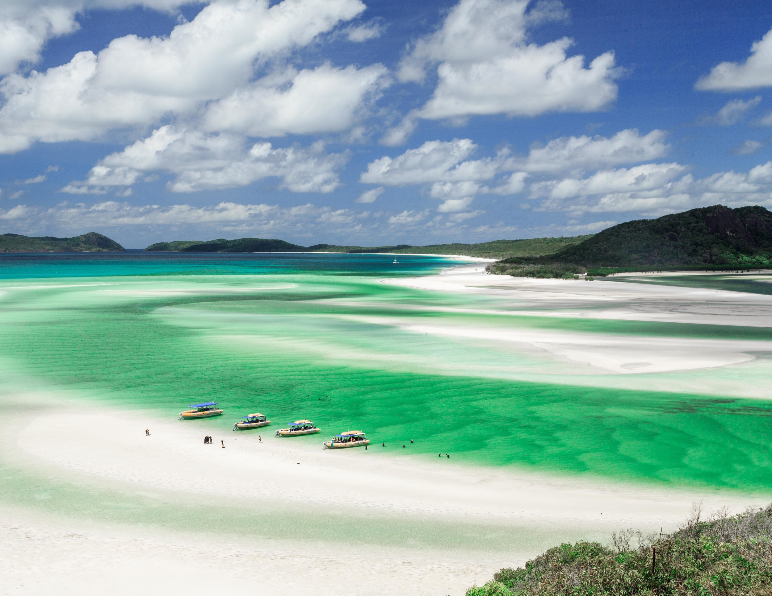 Whitehaven Beach - Hotels in Airlie Beach