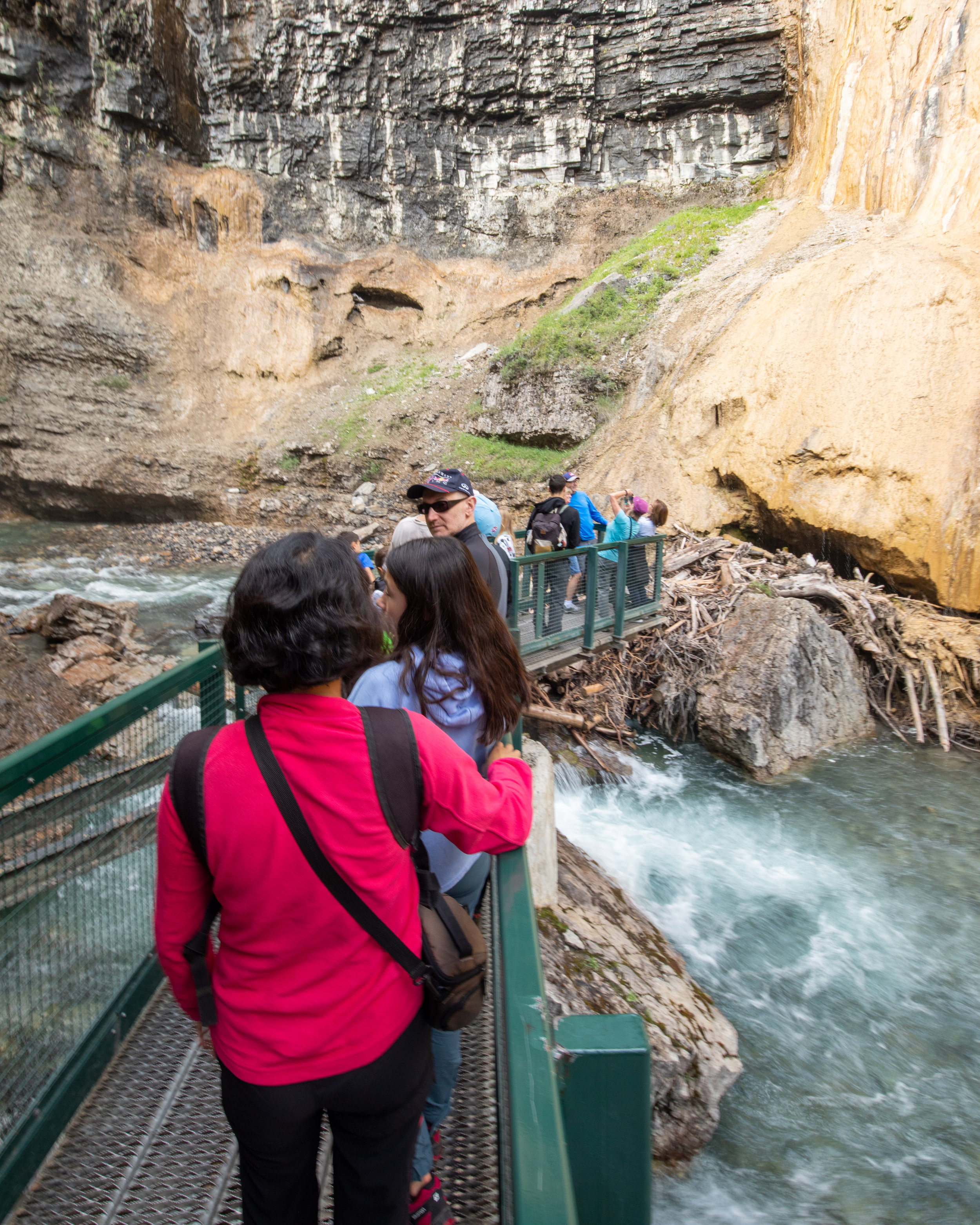 Queues at Upper Falls Johnston Canyon