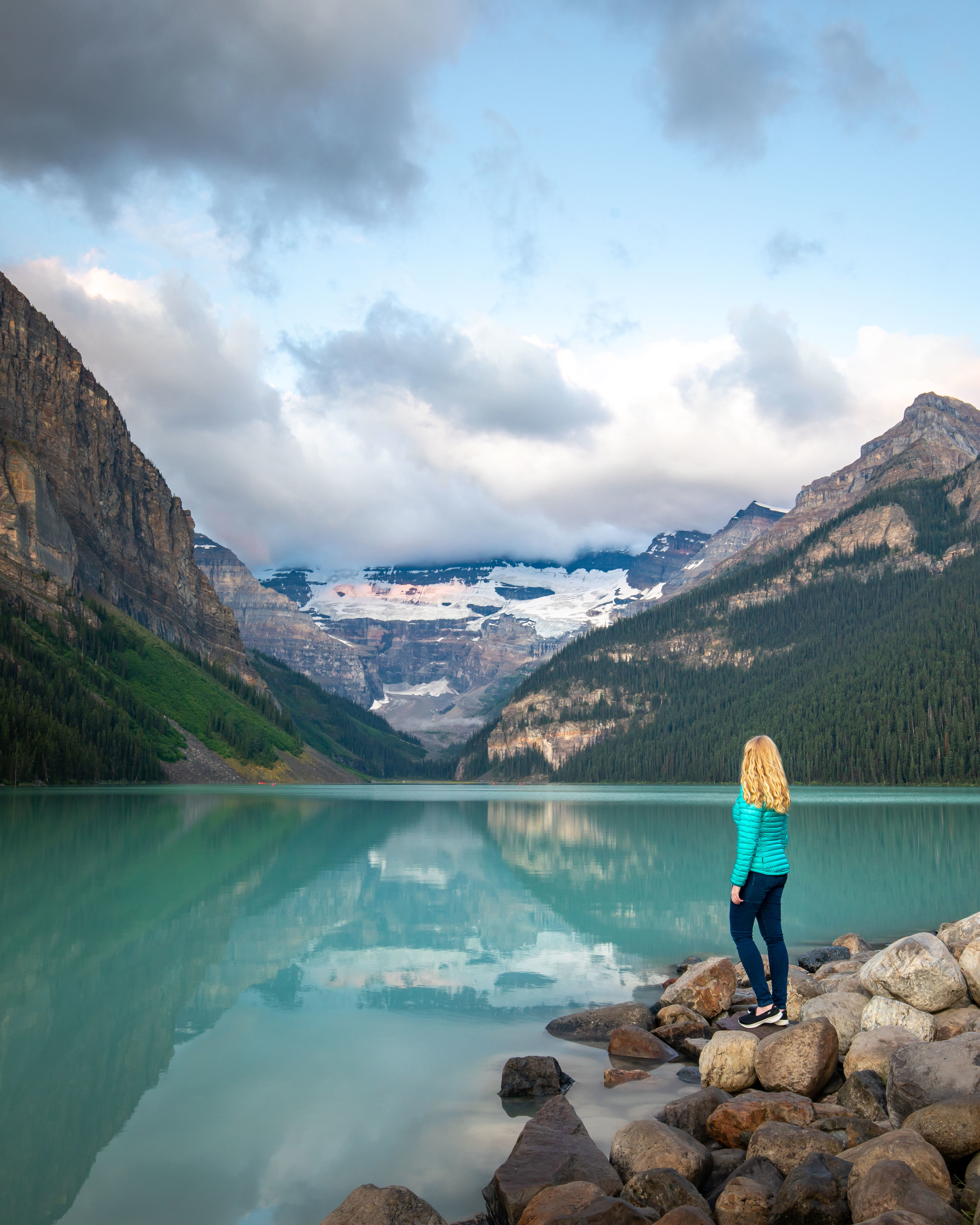Best time to arrive for sunrise at Lake Louise