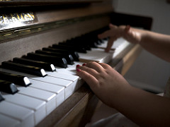 """Learning the piano can help improve language skills as well! - STEM skills aside, it turns out that learning the piano can also improve children's language skills and could even be more useful than extra reading lessons.Researchers from the Massachusetts Institute of Technology (MIT) have proved that piano lessons for school age children had a very specific effect on their ability to distinguish different pitches and therefore helped them discriminate between spoken words.""""The children didn't differ in the more broad cognitive measures, but they did show some improvements in word discrimination, particularly for consonants. The piano group showed the best improvement there,"""" says Robert Desimone, director of MIT's McGovern Institute for Brain Research and the senior author of the paper."""