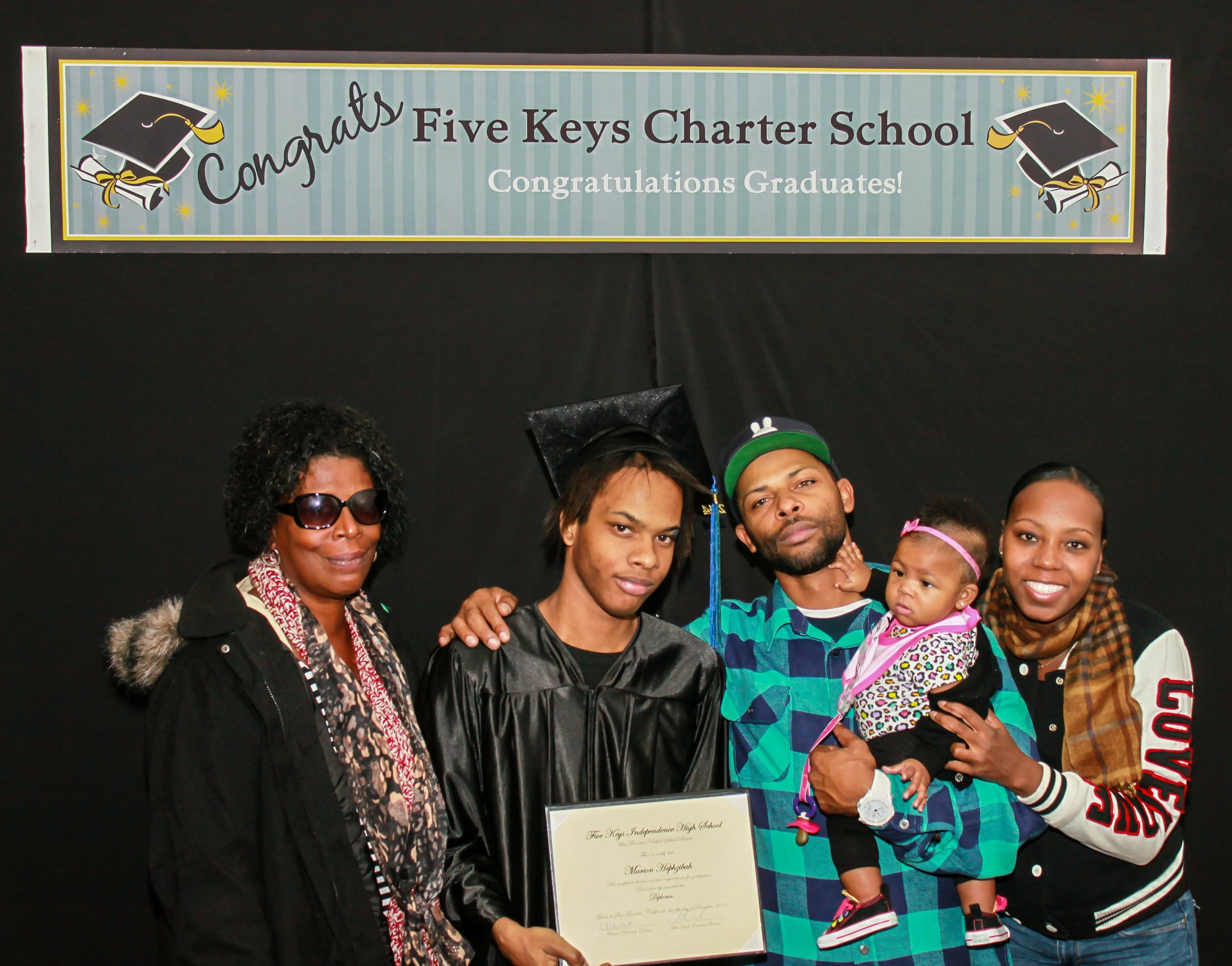 Graduate and family (3).jpg