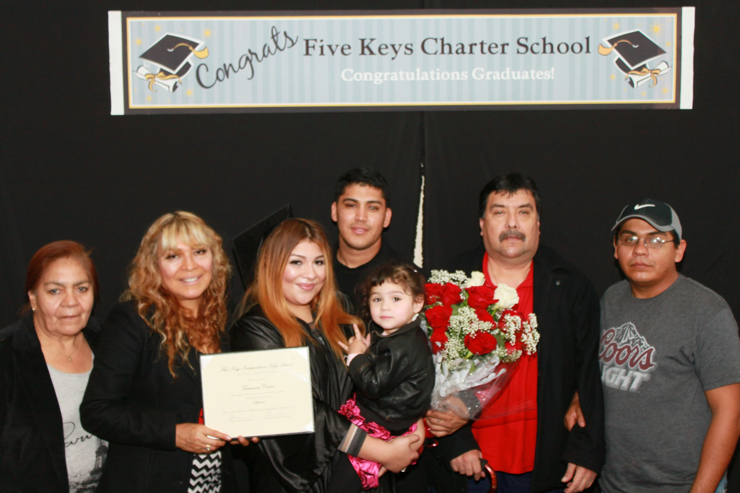 Graduate and family (4).jpg