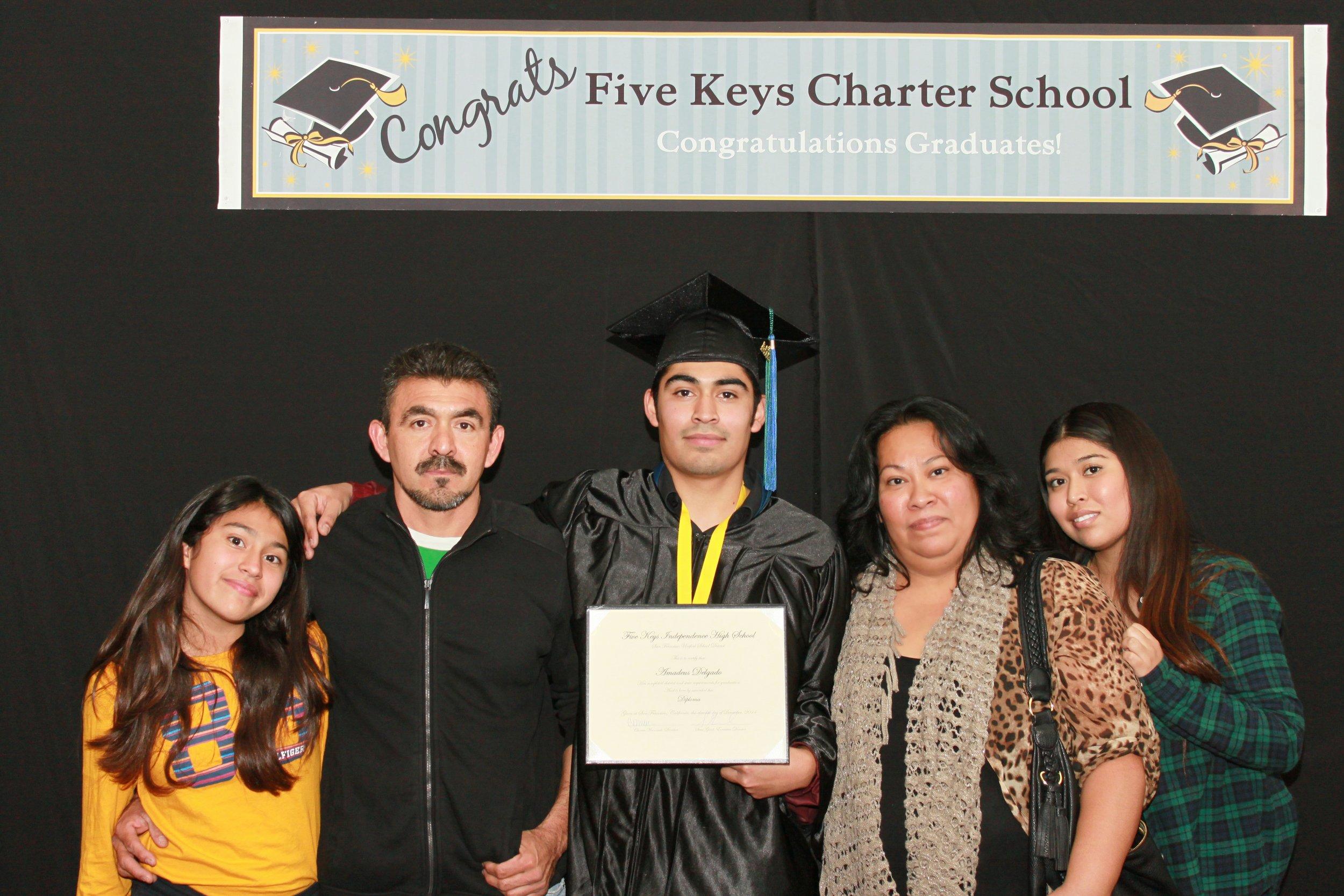 Graduate and family (5).jpg