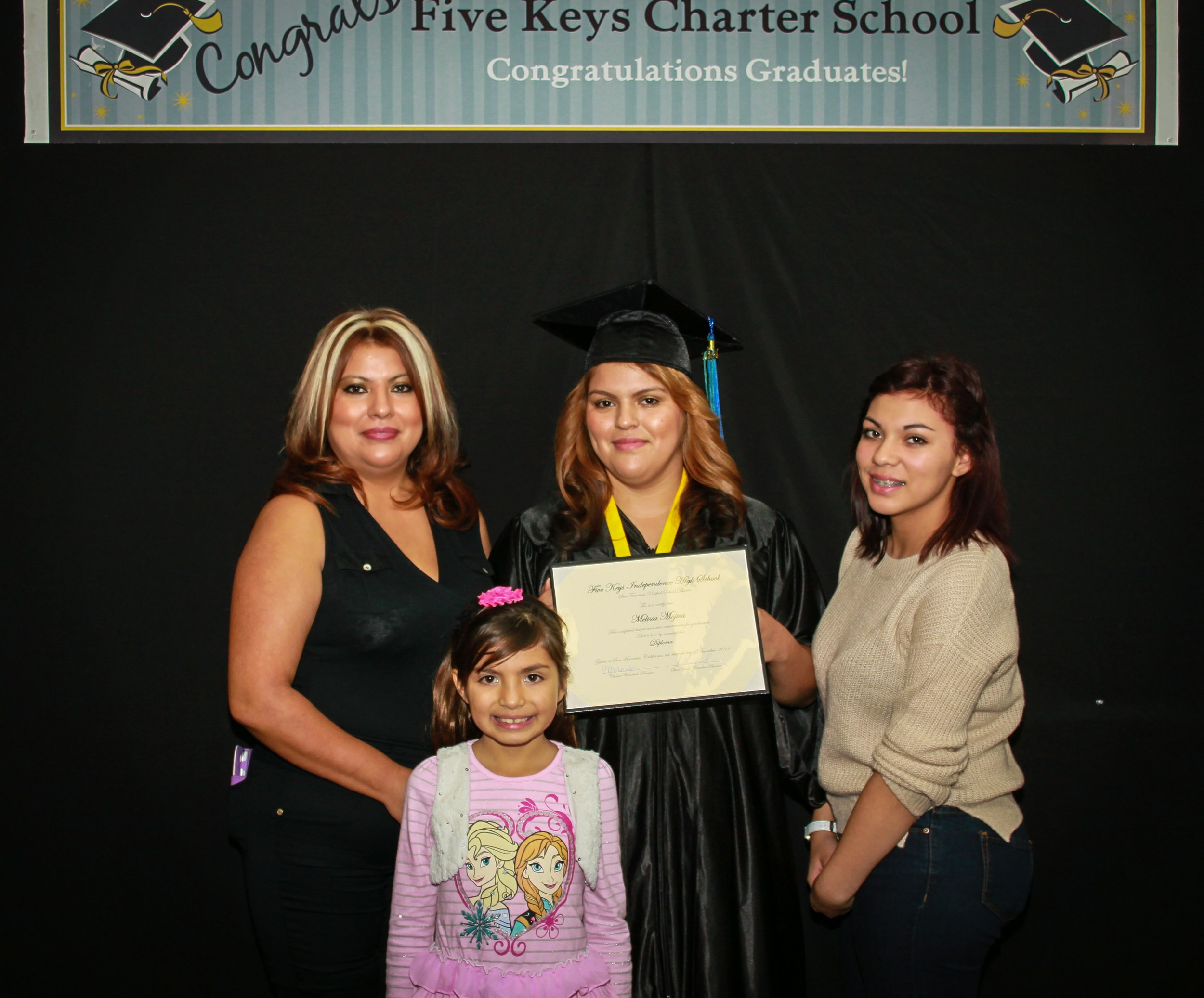 Graduate and family (7).jpg