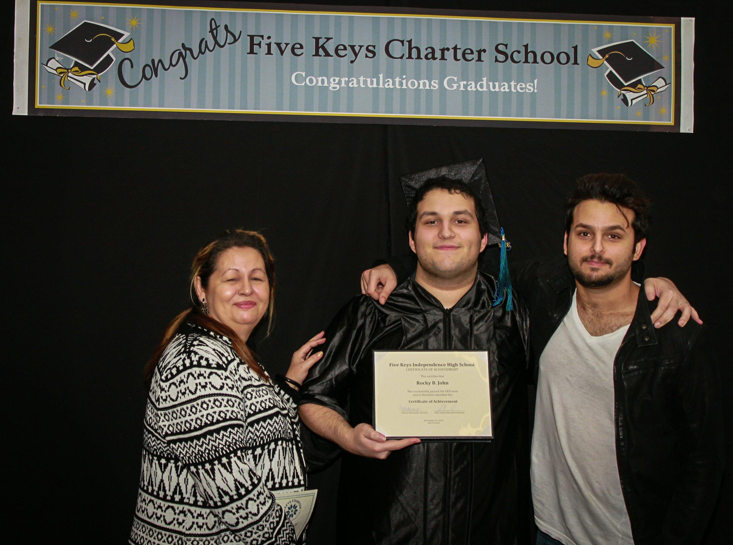 Graduate and family (9).jpg