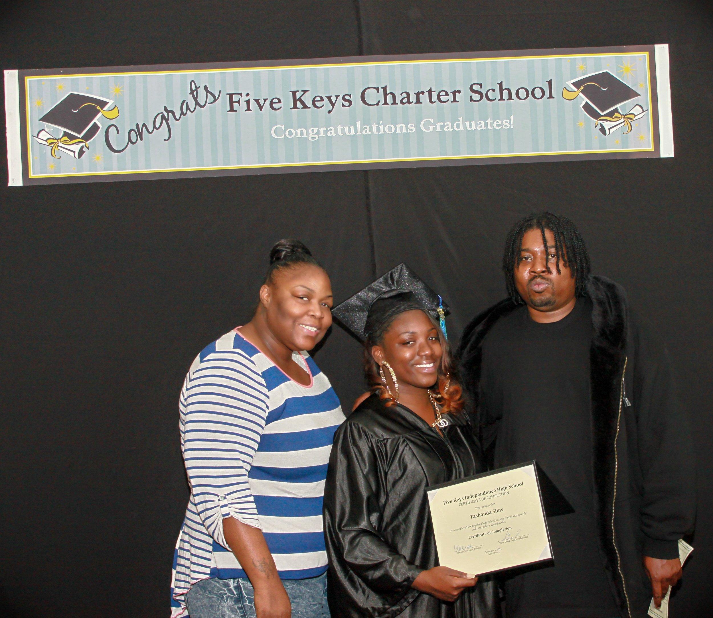 Graduate and family (12).jpg