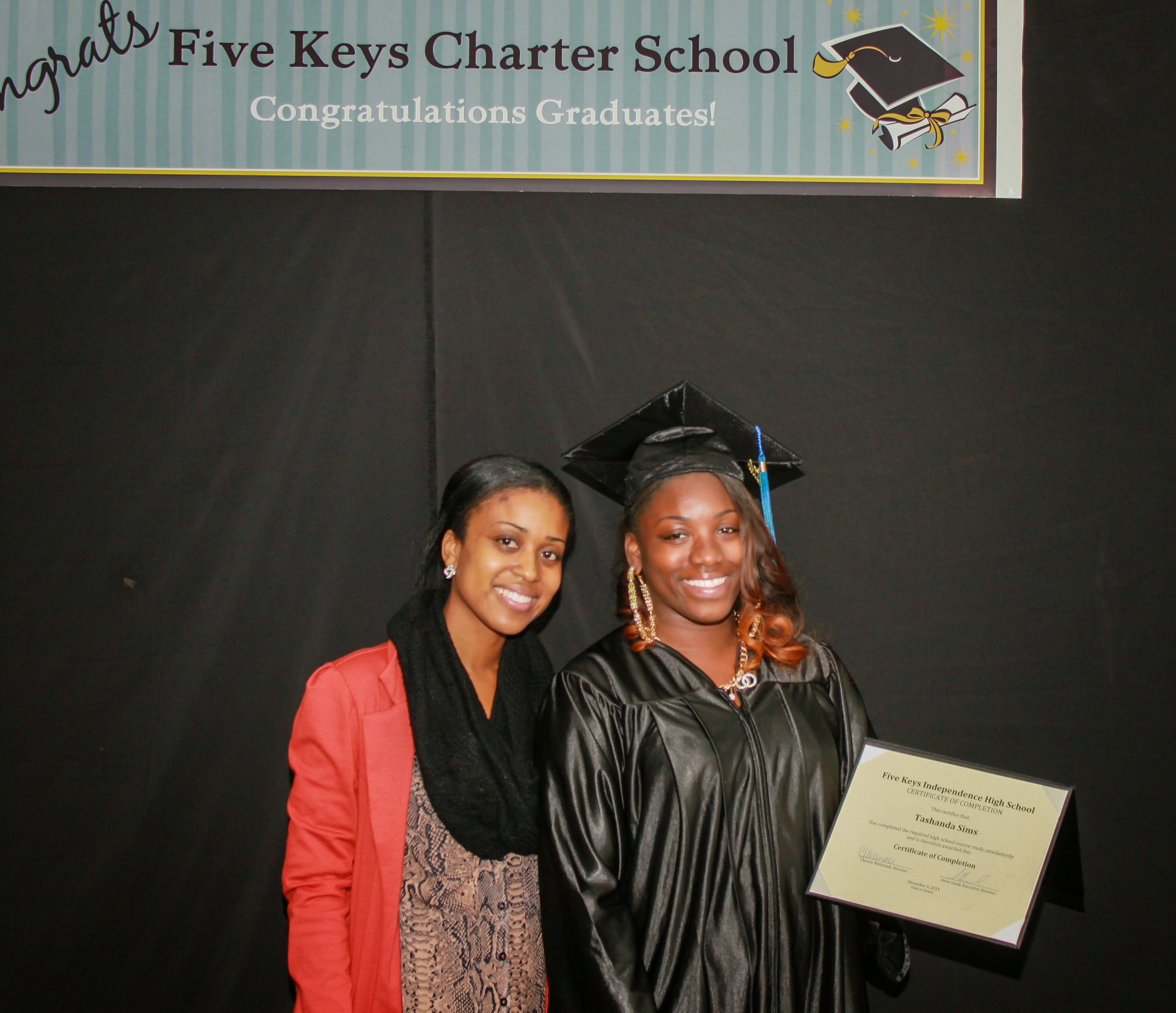 Graduate and family (13).jpg