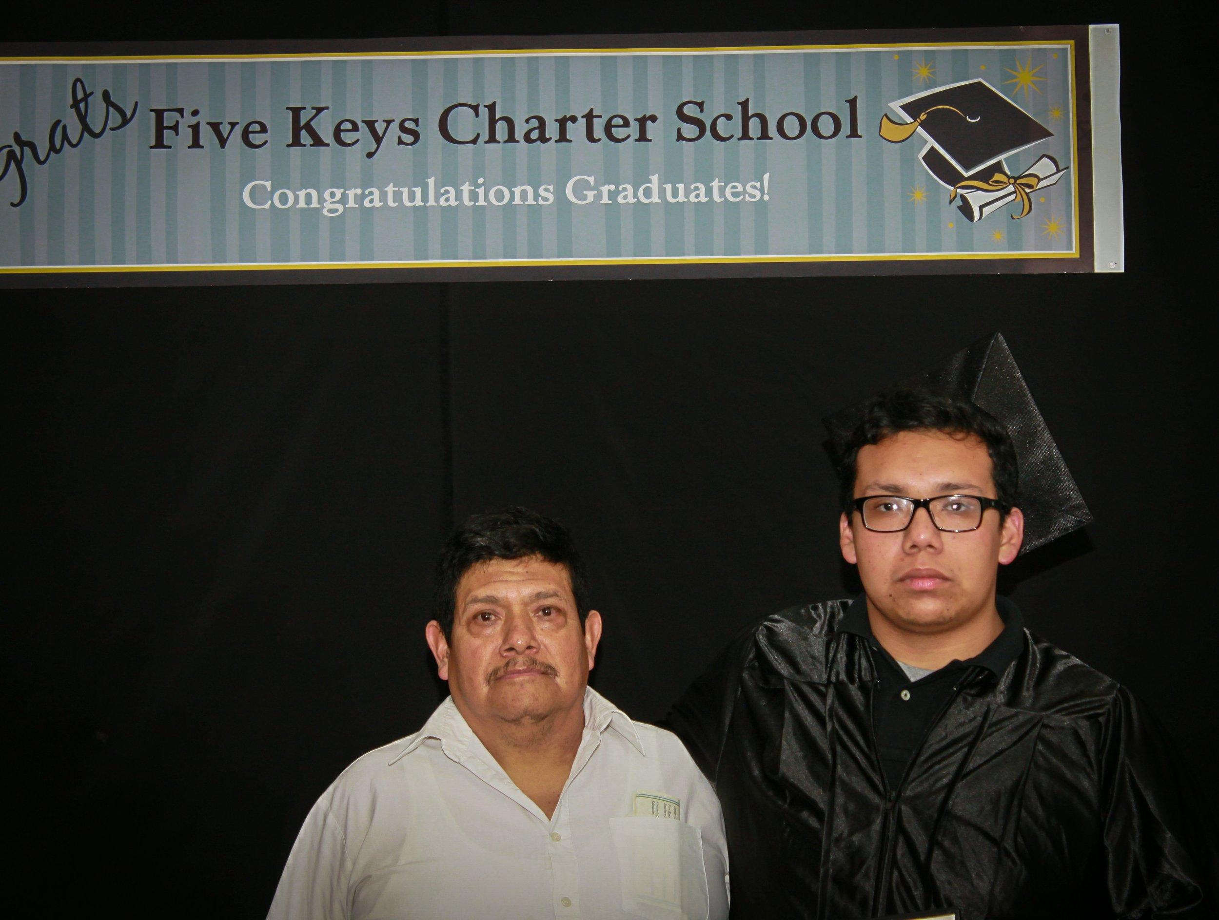 Graduate and family (15).jpg