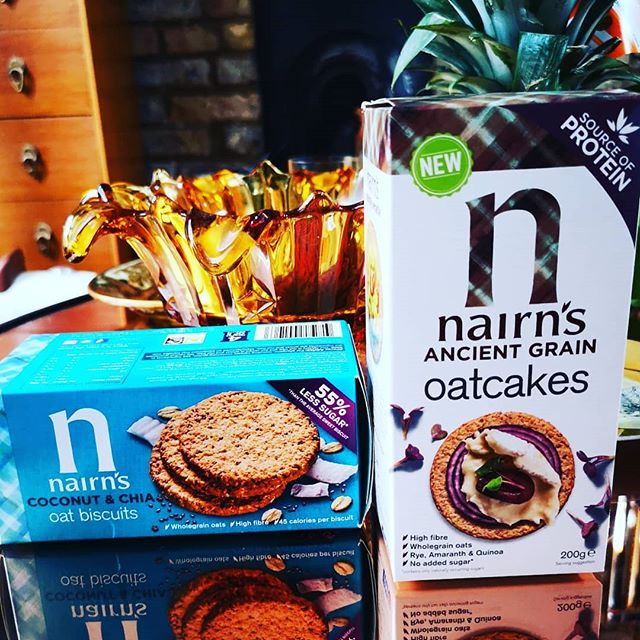 Healthy Chelsea and Wise is back! Read all about our favourite Handbag Healthy Snacks @nairnsoatcakes link in bio #oatcakes #healthysnacks