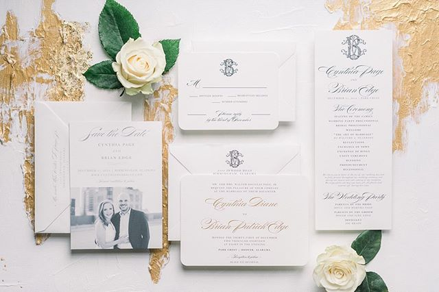 Paper has power (to set the tone for the big day 🙌🏻) swipe to see the back of this double-sided save the date featuring classic black & white photos ➡️ I just love the simplicity + gold touches on this NYE wedding suite & how those designs were carried throughout the wedding day!✨ // photos by @ericandjamiephoto