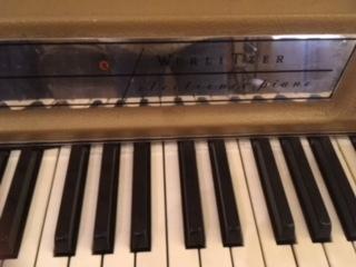 wurlitzer keyboard.jpg