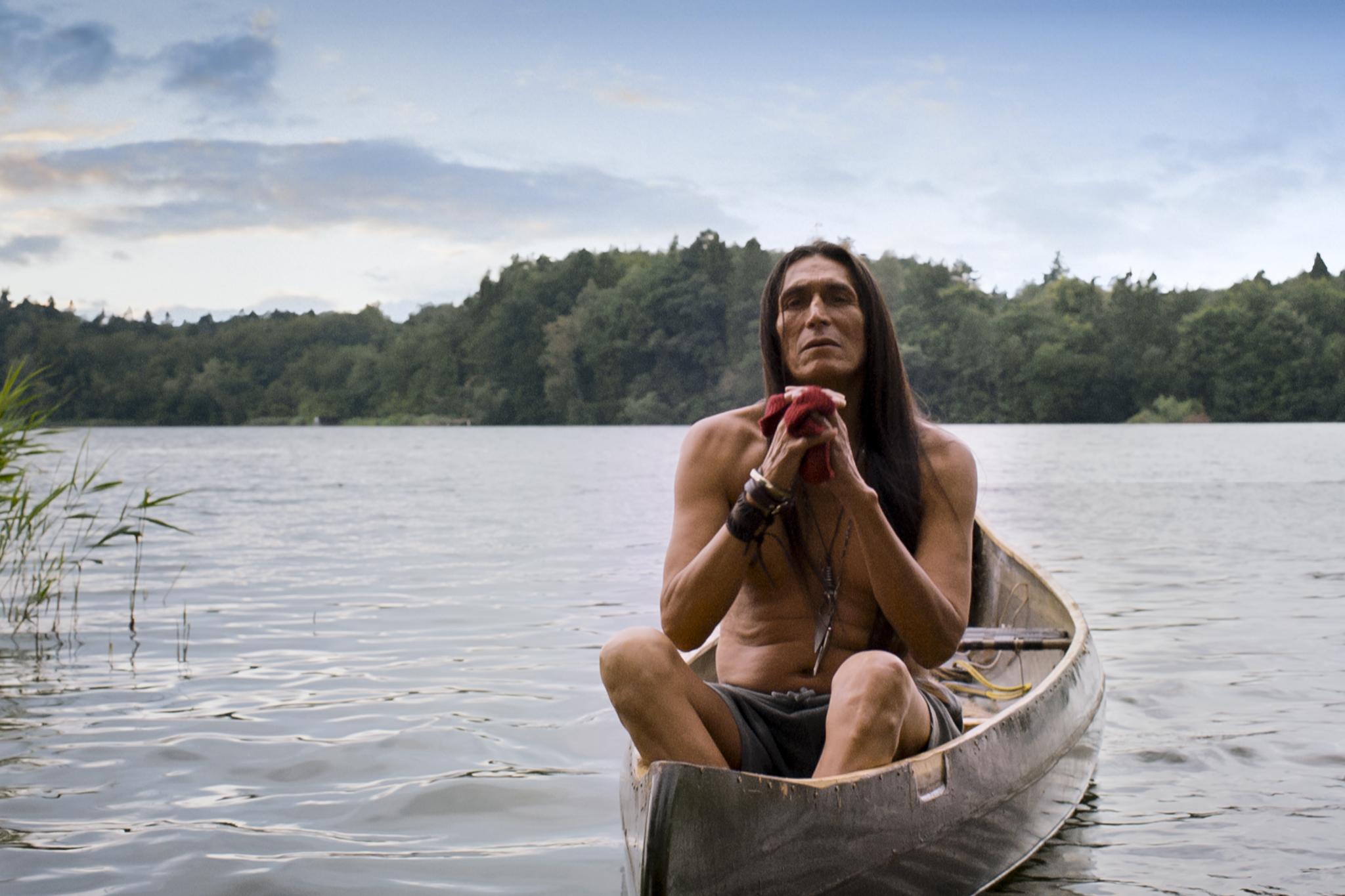 Der Indianer (Robert Alan Packard) verabschiedet sich.jpg