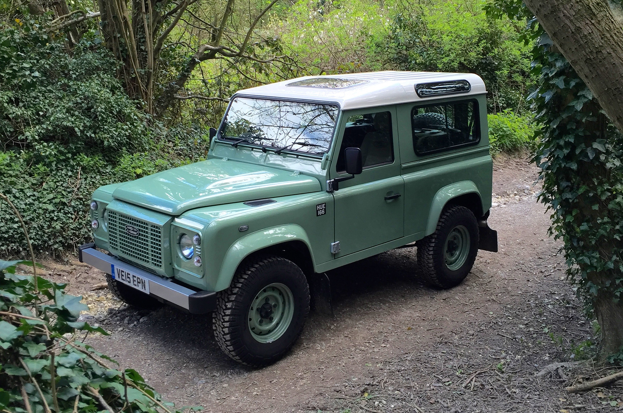 Land-Rover-Defender-90-Heritage-Edition-front-three-quarters.jpg