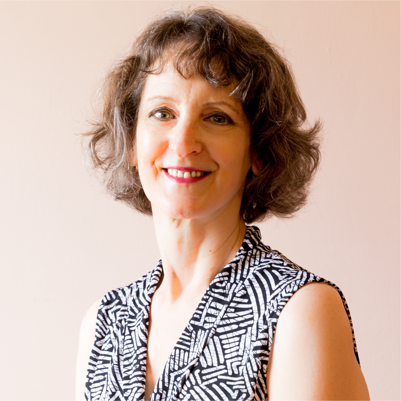 LUCIA VAIL, PhD  is a licensed clinical psychologist in midtown Manhattan, New York. Dr. Vail practices individual and group psychotherapy with adults experiencing such psychological difficulties as relationship problems, anxiety and depression.