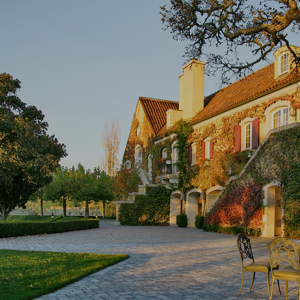 HEALDSBURG<strong>Home to world-class wineries and a thriving food scene.</strong>