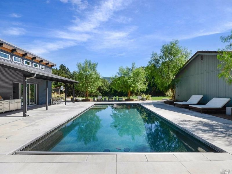 $2.4M | 3rd Ave