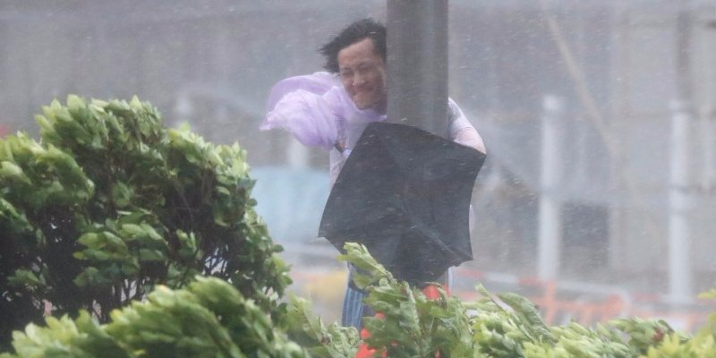 8-killed-after-typhoon-hato-hits-macau.jpg