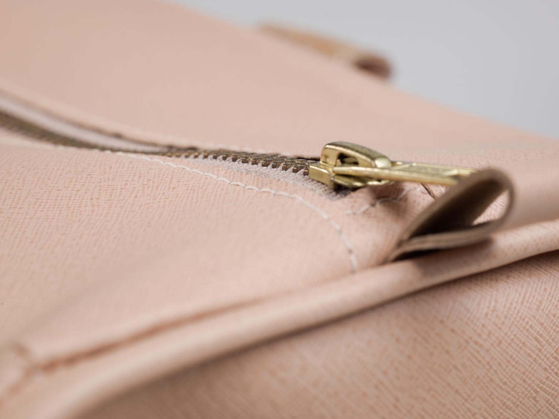 Zipper pull tab