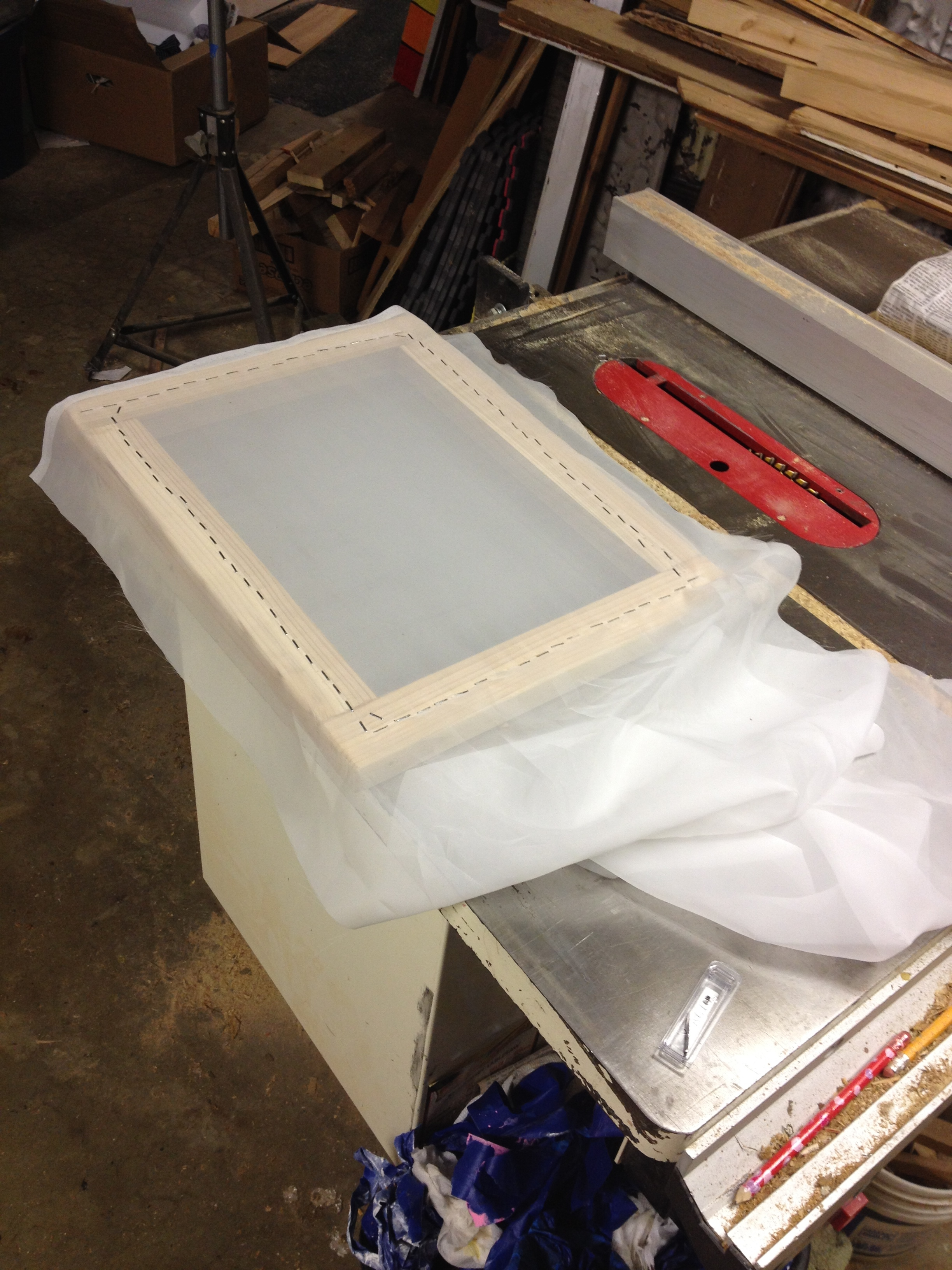 building and stretching a screen print screen