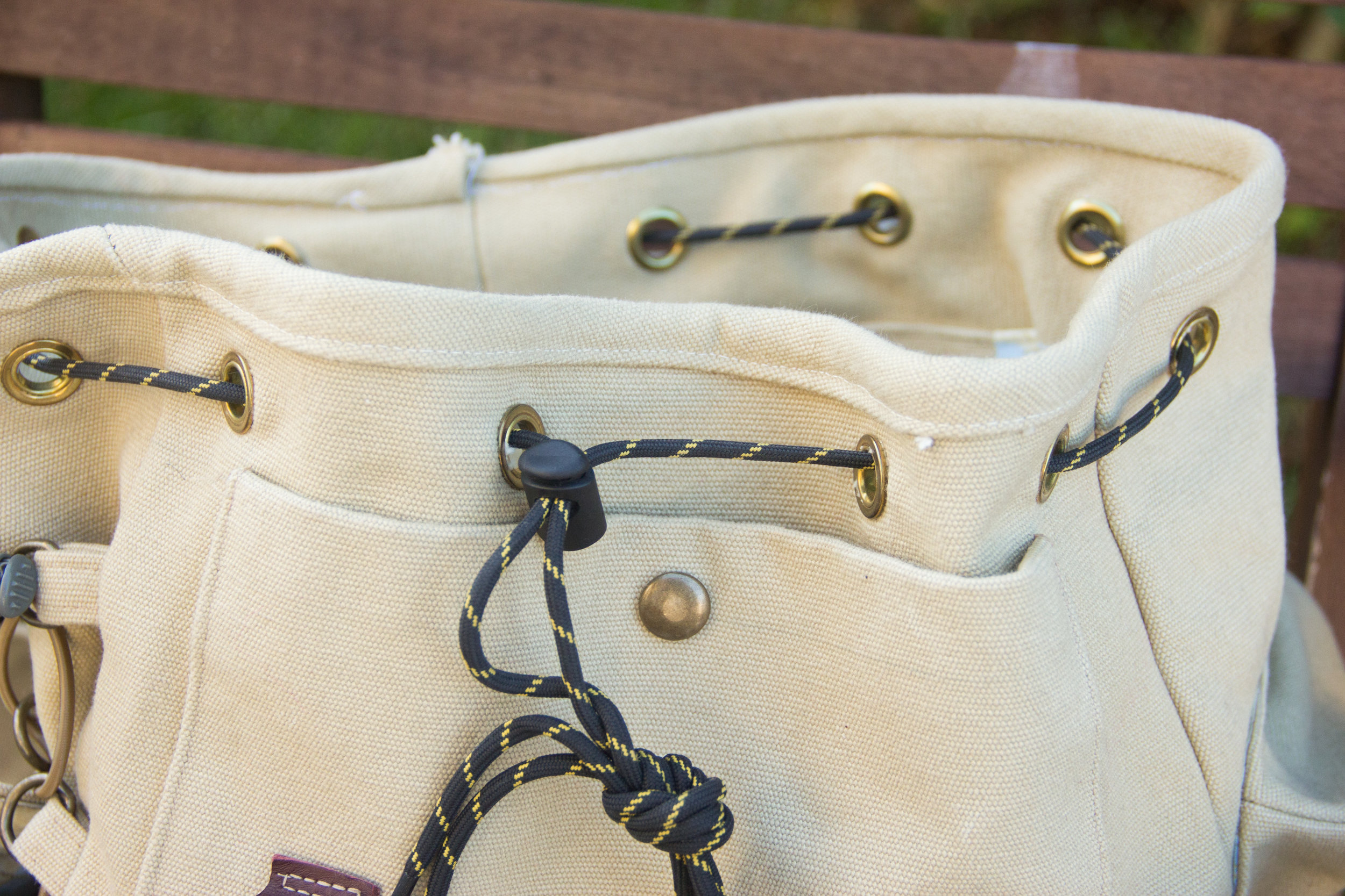 knapsack drawstring closure