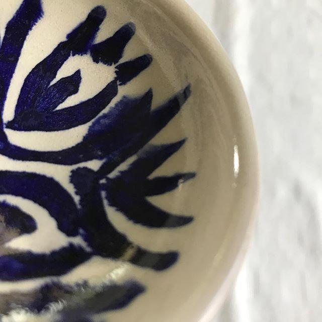 #blueandwhite #blueandwhitebowl #flowblue #handmadebowl #bluefloral #cobalt #cottageware #weddingware #kitchenware