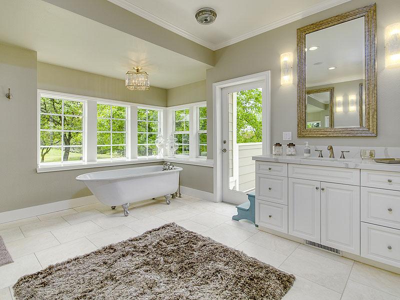 A claw foot tub in the corner window. So dreamy…