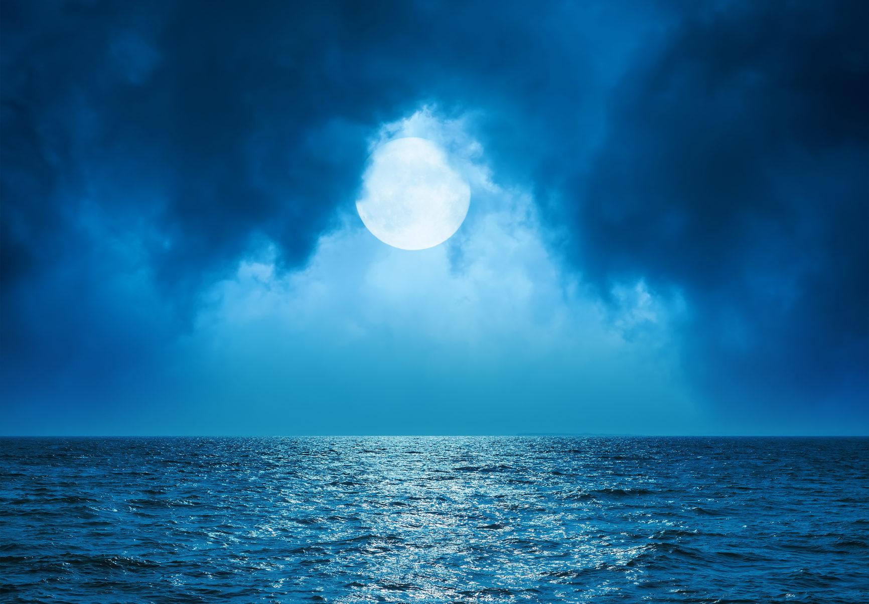 sturgeon moon.jpg