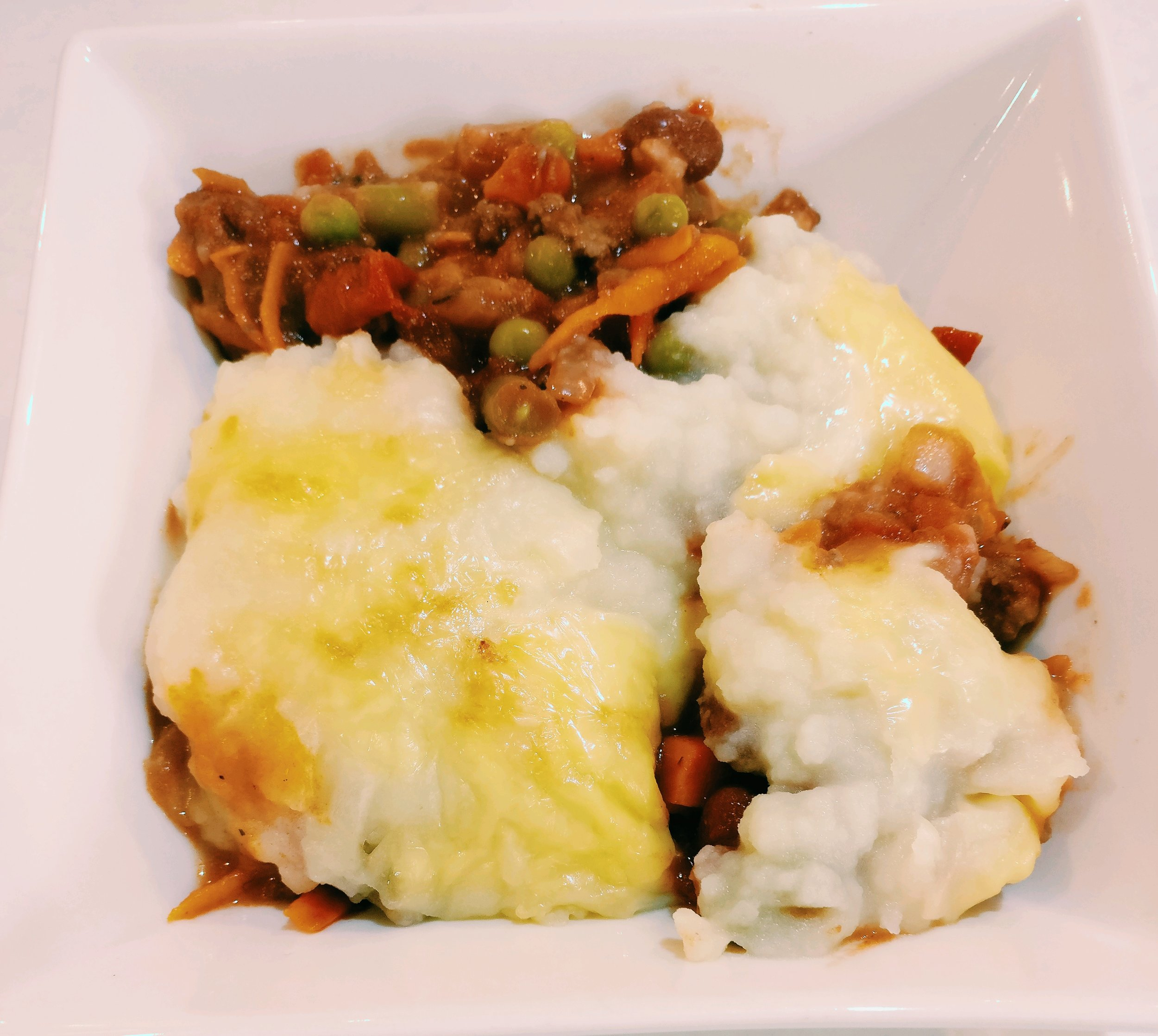 Cottage Pie - Ingredients150g Beef Mince1/2 Onion - Diced1C Frozen Veges2 Potatoes - boiled and mashed1 Tin Tomatoes1/2 Tin Chilli Beans1 Carrot - GratedGrated CheeseMethod1. Brown the mince and onion in a frying pan2. Add the frozen veges, tinned tomatoes, grated carrot and chilli beans to the mince mixutre - cook through for 5 mins3. Boil the potatoes and mash them4. Pour the mince mixture into an oven proof bowl5. Top with the mashed potato and grated cheese6. Bake in the oven at 180 until the cheese is brown