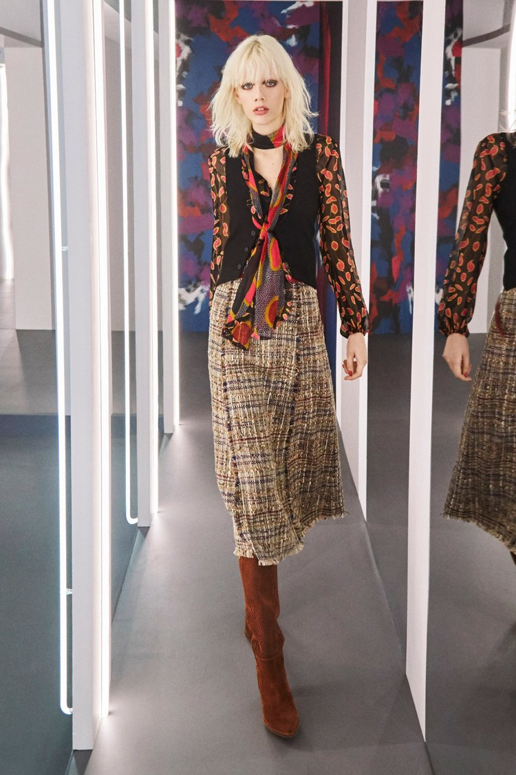 DVF              WOvens & Soft Accessories - Prints & repeats that I worked on for RTW FALL 16' season.