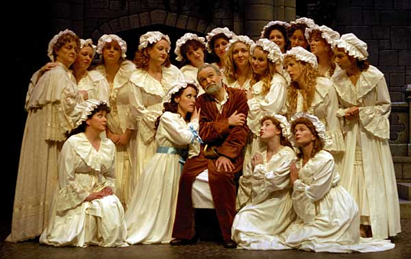 Dave Ross as the Major General, plus the Chorus of Daughters