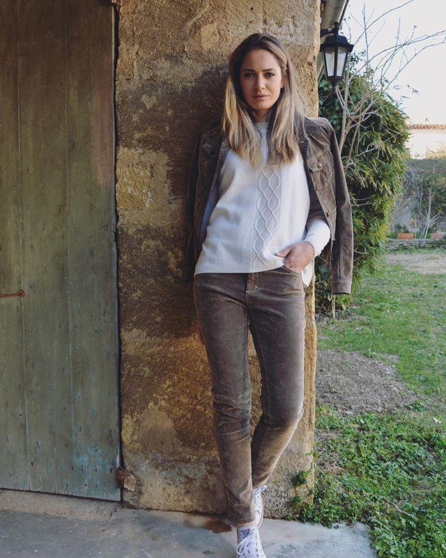 Vite vite vite .. le week-end approche!! . . #weekend #mayjuneofficiel @nathaliebarthe #pretaporter #femme #frenchbrand #fashion #pantalons #velours #veste #hiver2020