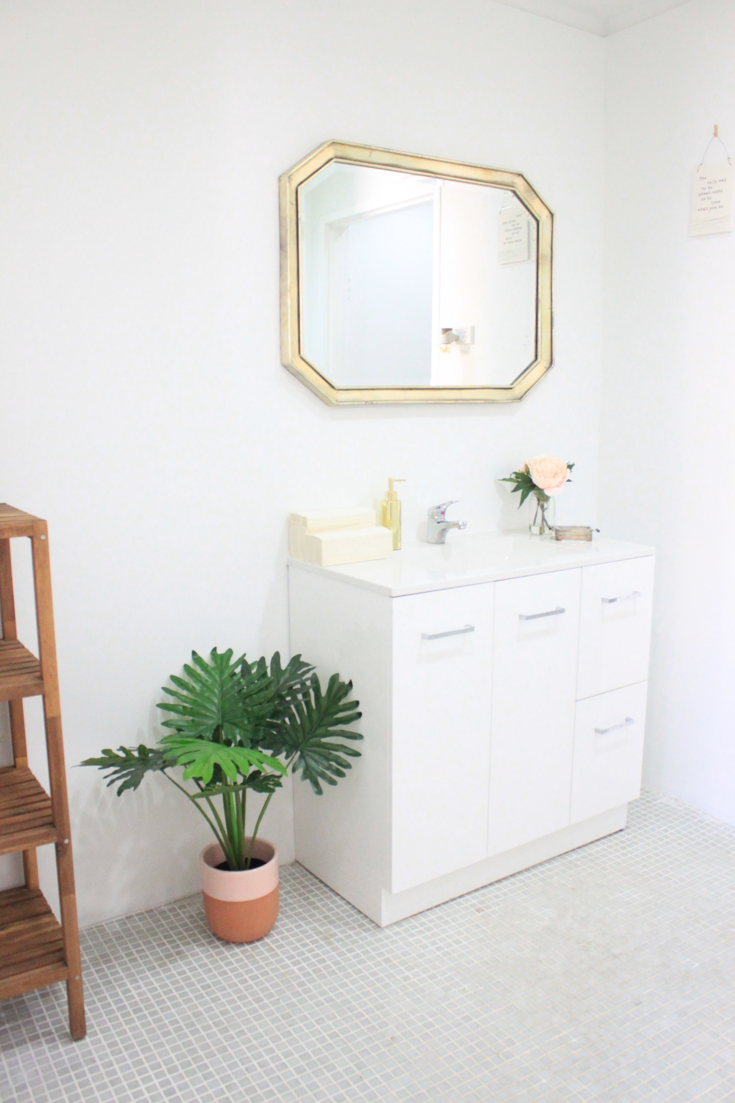 Main bathroom.jpg
