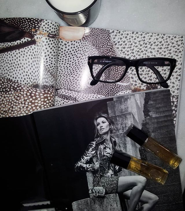 Black and white ♡ #soycandles #fragrance #natural #blackandwhite #photography #magazine #fashion #decorating #details #hutandmanor #love