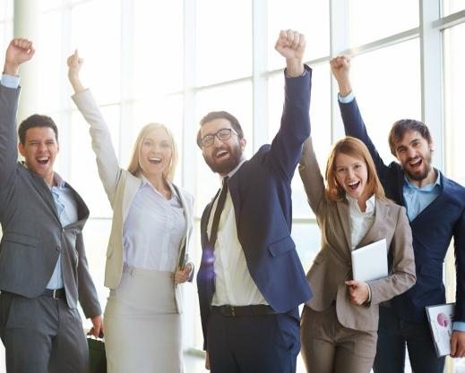 gente-negocios-celebrando-exito_1098-1996.jpg